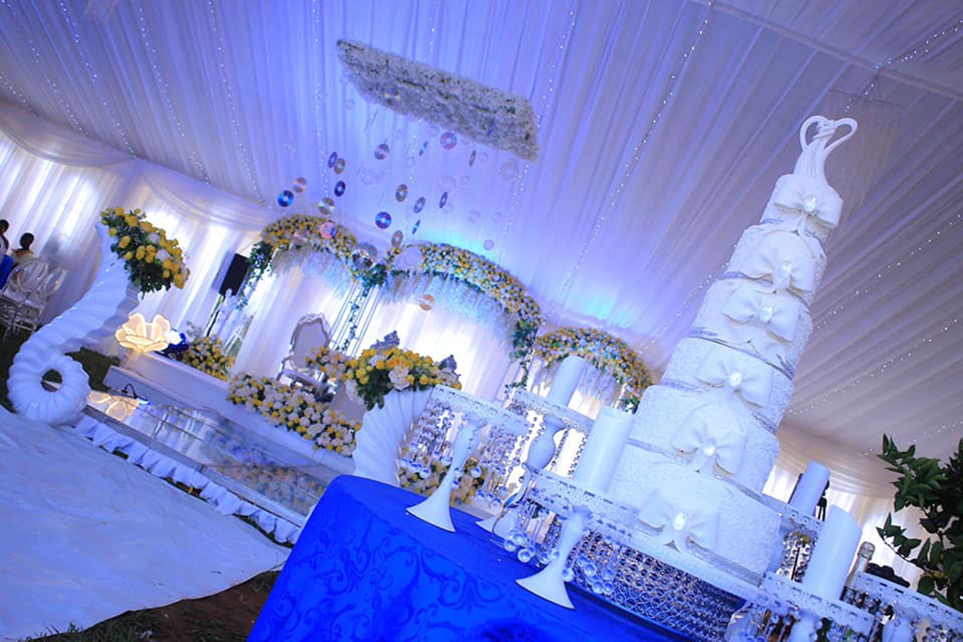 The Difference Between Out Door And Indoor Wedding Decor My